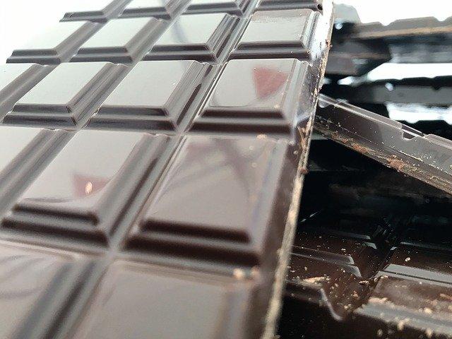 Étapes pour transformer le cacao en chocolat : une idée sur la façon dont cela se fabrique industriellement